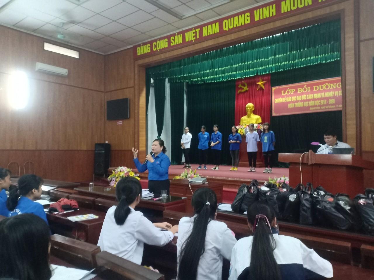 Quỳnh Phụ: Chuyên đề giáo dục đạo đức cách mạng và tập huấn nghiệp vụ công tác Đoàn trường học năm học 2019- 2020.